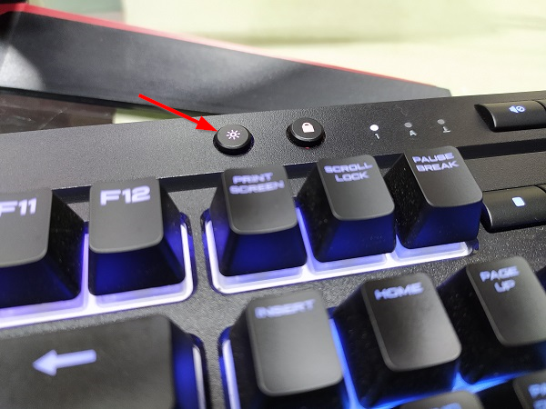 How to turn on or off an LED keyboard?