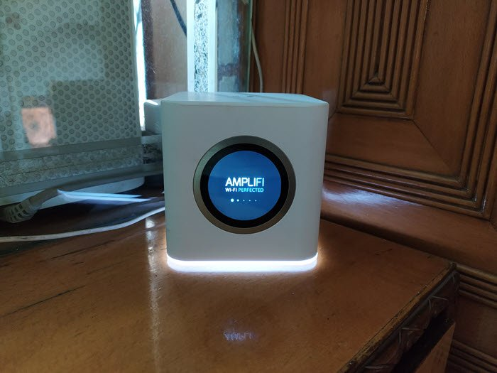 Review AmpliFi HD Router with WiFi Mesh: Outstanding Range and Touchscreen display make it stand out!